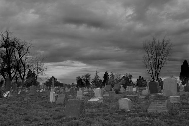 Game, chiếc xe đạp bị mất và cái nghĩa địa phía Tây đầu làng - Ảnh 2.