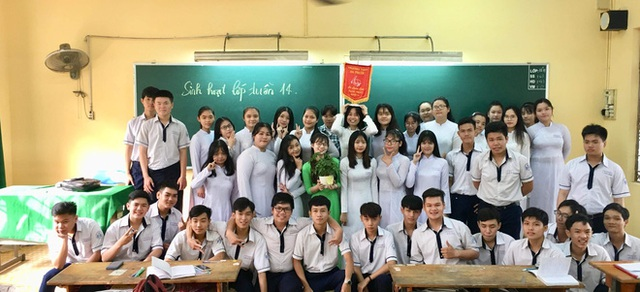 Bị học trò chụp lén khi đang kiểm tra bài cũ, cô giáo dạy Văn khiến dân mạng đổ đứ đừ vì nhan sắc siêu cấp dễ thương - Ảnh 3.