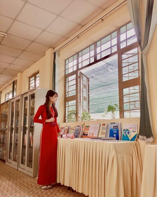 Bị học trò chụp lén khi đang kiểm tra bài cũ, cô giáo dạy Văn khiến dân mạng đổ đứ đừ vì nhan sắc siêu cấp dễ thương - Ảnh 5.