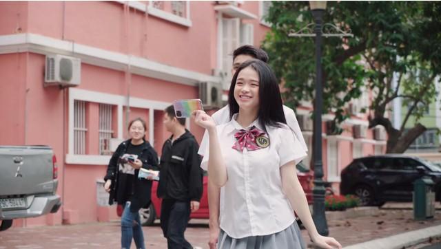 Linh Ka lộ nửa vòng 3 trong MV cover Simple Love: Trong hơn 1 triệu lượt xem Youtube, chỉ có... 3 người phát hiện ra - Ảnh 3.