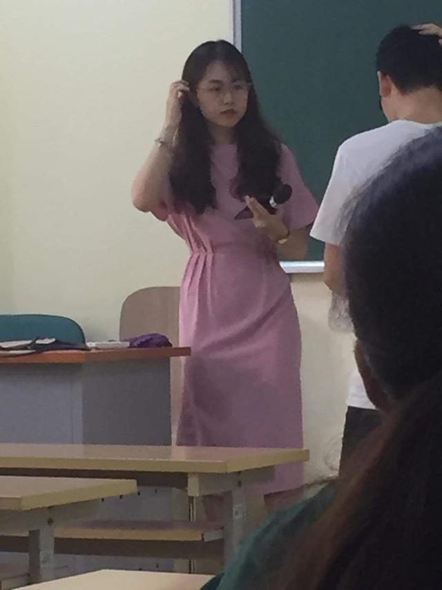 Nữ giảng viên Đại học Kinh tế Quốc dân bị chụp lén mà quá xinh đẹp, thần thái vẫn cứ xuất sắc - Ảnh 3.