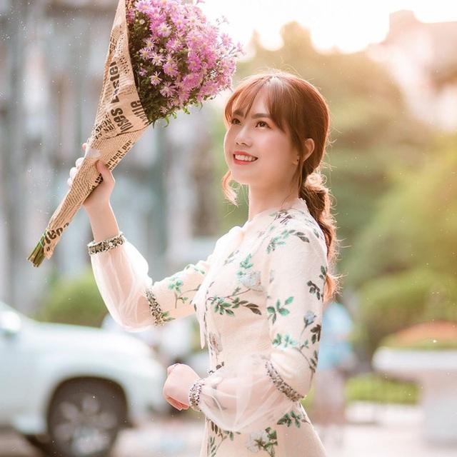 Nữ giảng viên Đại học Kinh tế Quốc dân bị chụp lén mà quá xinh đẹp, thần thái vẫn cứ xuất sắc - Ảnh 4.
