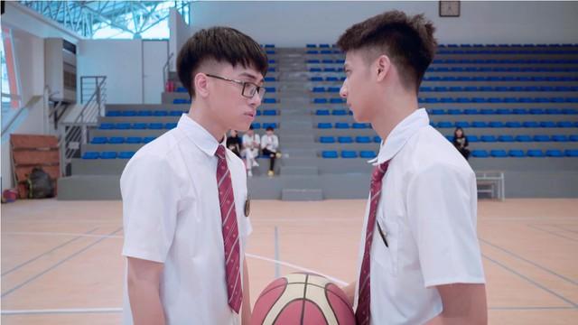 Linh Ka lộ nửa vòng 3 trong MV cover Simple Love: Trong hơn 1 triệu lượt xem Youtube, chỉ có... 3 người phát hiện ra - Ảnh 4.