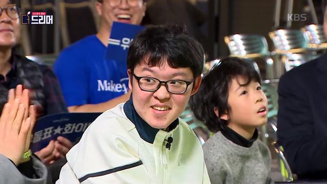 Nghẹn ngào khoảnh khắc vị phụ huynh bật khóc khi con trai khuyết tật được Faker hủy cả lịch stream để mời chơi game - Ảnh 2.