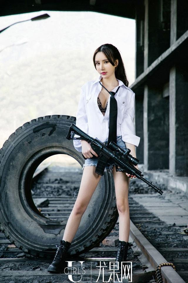 Dàn hot girl cosplay PUBG nóng bỏng mắt, chỉ nhìn thôi là súng ống đã lên nòng để sẵn sàng chạy bo - Ảnh 17.