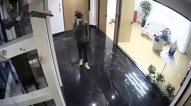 Chàng thanh niên cố tình ăn cắp rồi đợi cảnh sát đến bắt để không phải kết hôn với bạn gái - Ảnh 2.