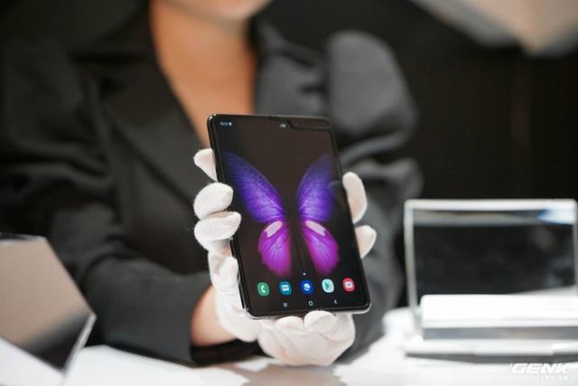 Galaxy Fold: Chiếc smartphone dành cho các sếp - Ảnh 1.
