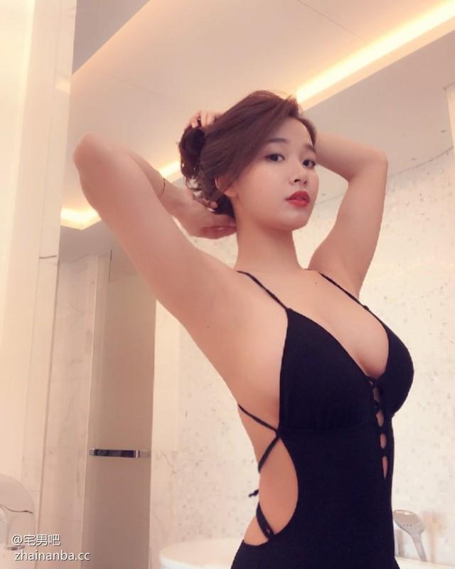 Tự lấy bản thân làm mẫu để bán nội y ngay trên sóng, nữ streamer xinh đẹp khiến fan trầm trồ thích thú - Ảnh 5.