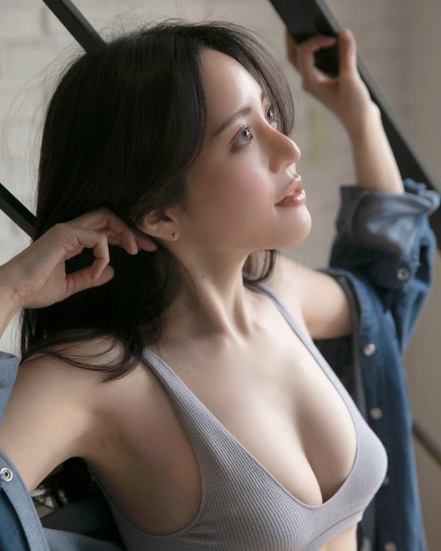 Làm video Mukbang nhưng lại quá xinh đẹp, nữ Youtuber được Playboy mời chụp hình, quyết định đổi nghề ngay tắp lự - Ảnh 7.