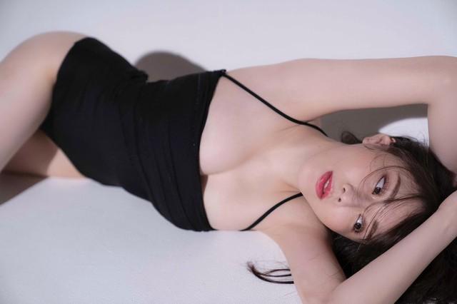 Làm video Mukbang nhưng lại quá xinh đẹp, nữ Youtuber được Playboy mời chụp hình, quyết định đổi nghề ngay tắp lự - Ảnh 9.