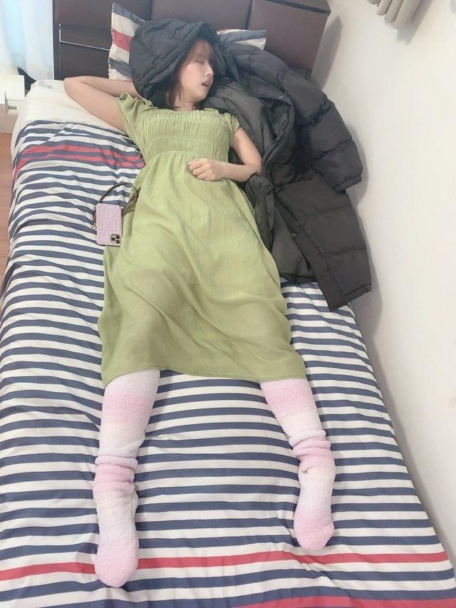 Yua Mikami bất ngờ lộ ảnh giường chiếu hiếm có khó tìm, các fan thương cảm chắc làm việc vất vả lắm - Ảnh 3.