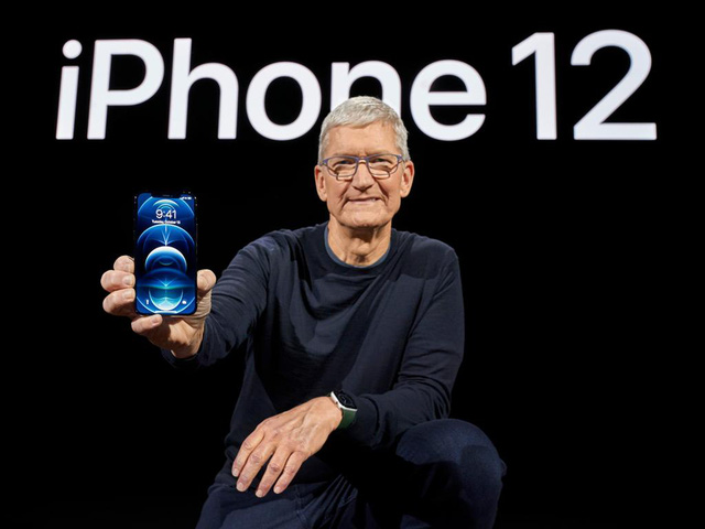 """Vừa ra mắt iPhone 12, Apple đã bị gọi là ngớ ngẩn, tạo ra một âm mưu hút máu """"cưỡng ép"""" người dùng - Ảnh 1."""