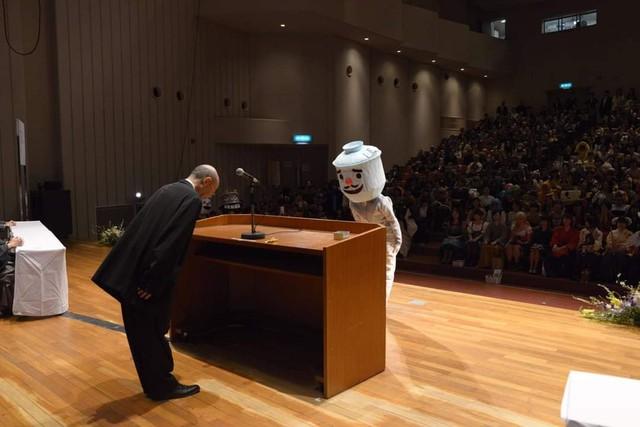 Sinh viên Nhật Bản đi nhận bằng tốt nghiệp: Không cosplay hài hước , đừng mong ra trường! - Ảnh 7.