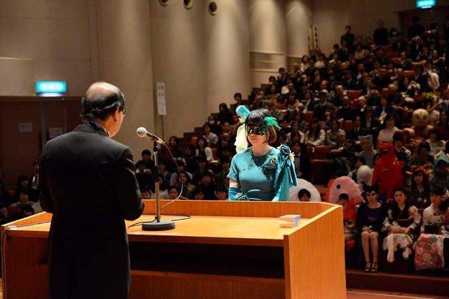 Sinh viên Nhật Bản đi nhận bằng tốt nghiệp: Không cosplay hài hước , đừng mong ra trường! - Ảnh 9.