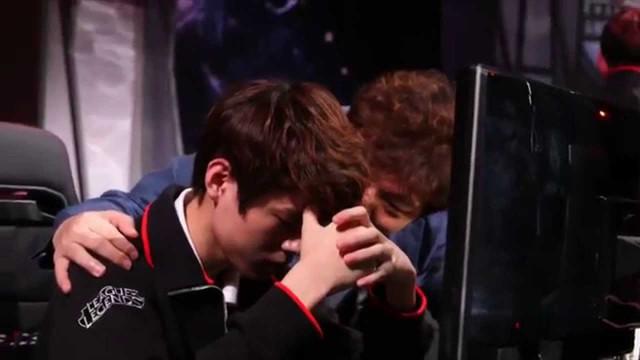 Nghẹn lòng trước khoảnh khắc Deft bật khóc sau trận thua DAMWON: Thực lòng xin lỗi các đồng đội của tôi - Ảnh 2.