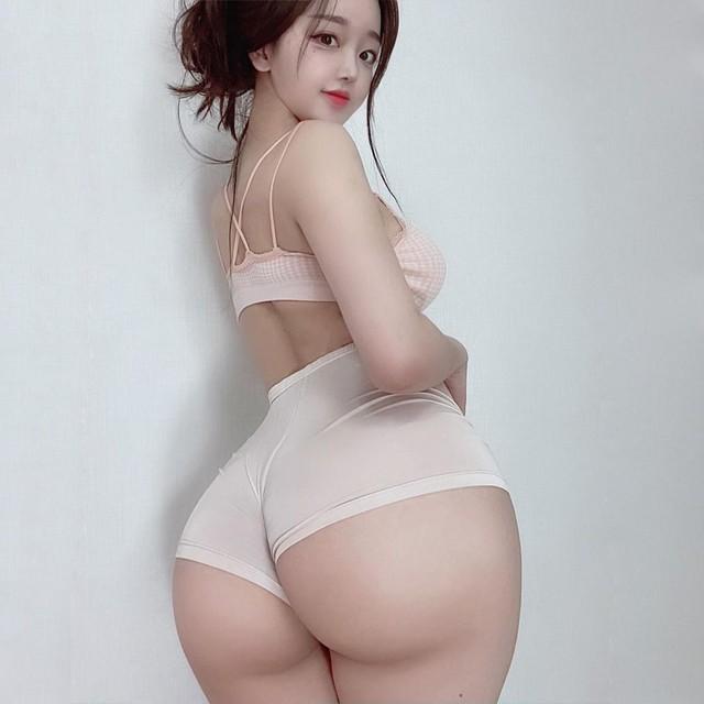 Bất ngờ đăng tải clip tắm nude giữa đêm khuya, nàng hot girl khiến dân tình dậy sóng, video bị xóa ngay lập tức - Ảnh 3.