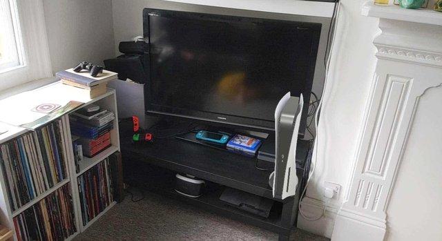 Hướng dẫn đưa PS5 phiên bản AR vào phòng khách - Ảnh 1.
