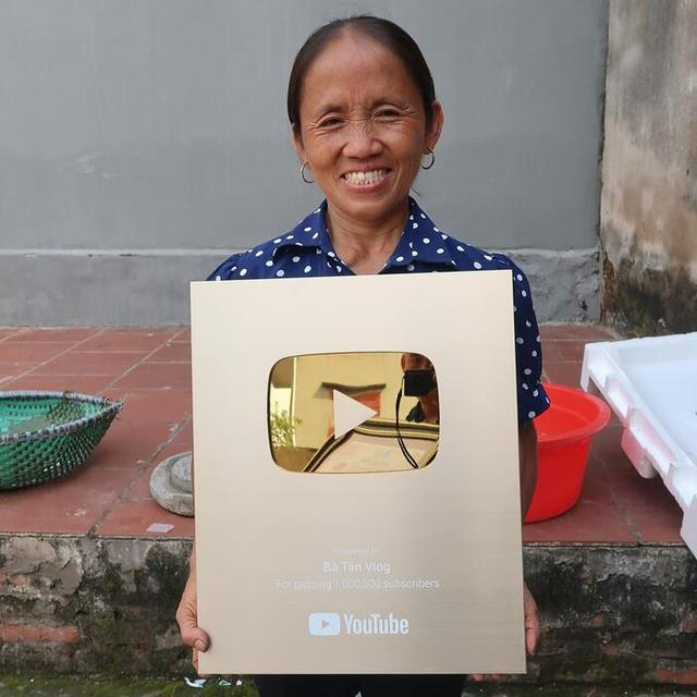 Loạt nữ Youtuber thành công nhất VN: Người ngoài 50 tuổi vẫn đi đóng phim, diễn hài - Ảnh 4.