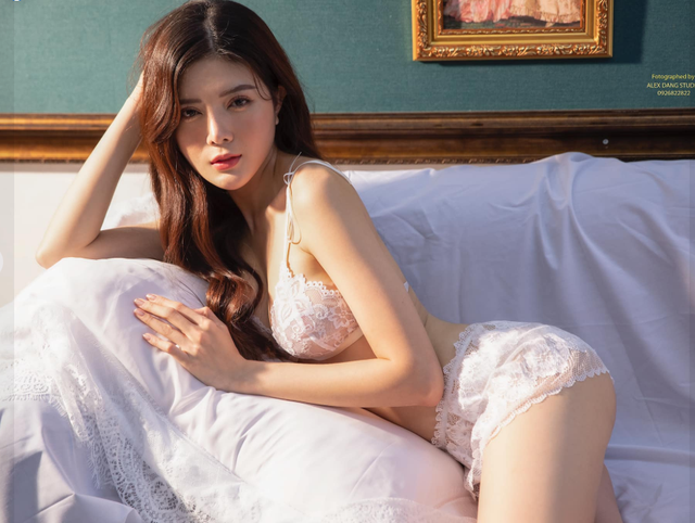 Hot girl Nguyễn Thị Lượm mặc nội y trắng, đắp ren trong suốt phô diễn trọn vẹn thân hình nuột nà - Ảnh 8.