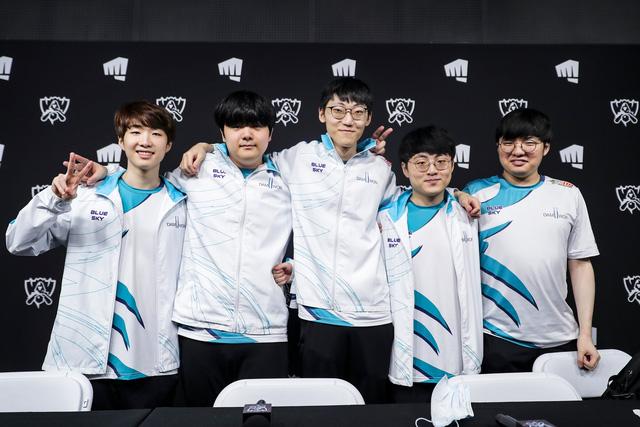 Dù thắng trận nhưng Netizen Hàn vẫn có cớ chỉ trích DAMWON Gaming - Meta nào rồi còn pick Fiora - Ảnh 1.