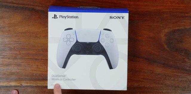 Mở hộp và trên tay tay cầm DualSense mới của PS5, đẹp, dễ cầm và nhiều tính năng - Ảnh 1.