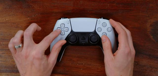 Mở hộp và trên tay tay cầm DualSense mới của PS5, đẹp, dễ cầm và nhiều tính năng - Ảnh 4.