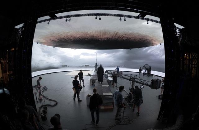 Phông xanh xưa rồi, công nghệ này sẽ đưa kĩ xảo vào ngay trong quá trình quay phim, khỏi cần đợi đến khâu hậu kì - Ảnh 2.
