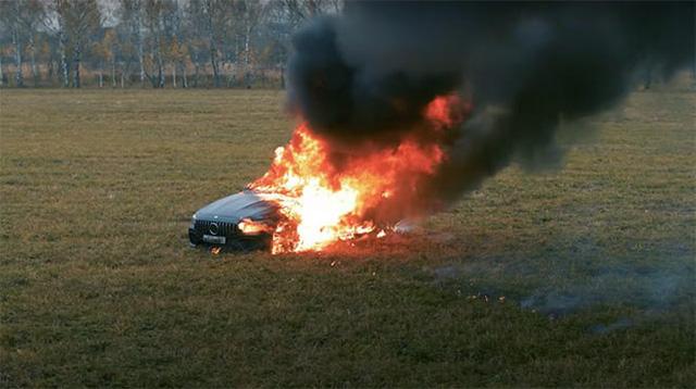 Bốc đồng giống Khá Bảnh, nam Youtuber đốt trụi Mercedes giá 4 tỷ - Ảnh 5.