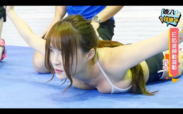 Ăn mặc hớ hênh khi tham gia show thực tế, nữ thần streamer suýt gặp sự cố lộ hàng khi vòng một liên tục rung lắc - Ảnh 6.