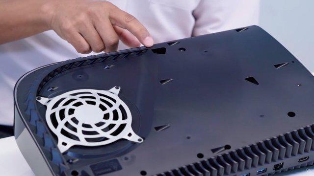 Toàn cảnh mổ bụng PS5 đầu tiên trên thế giới - Ảnh 9.