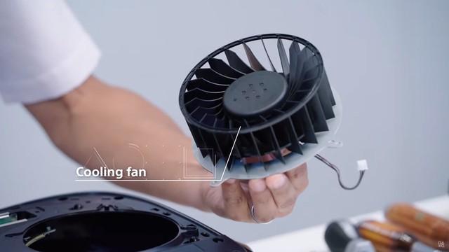Toàn cảnh mổ bụng PS5 đầu tiên trên thế giới - Ảnh 10.
