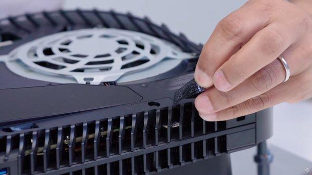 Toàn cảnh mổ bụng PS5 đầu tiên trên thế giới - Ảnh 12.