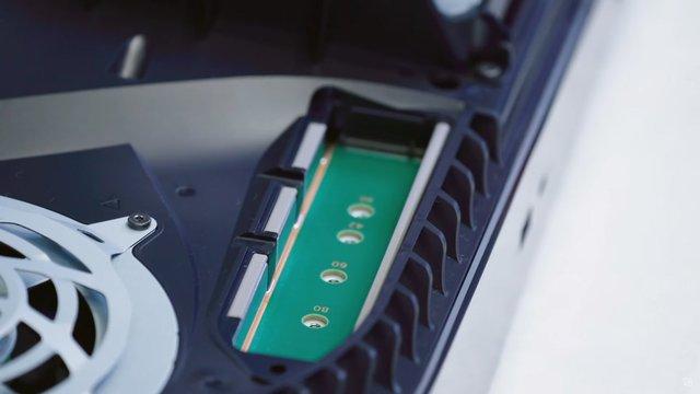 Toàn cảnh mổ bụng PS5 đầu tiên trên thế giới - Ảnh 7.