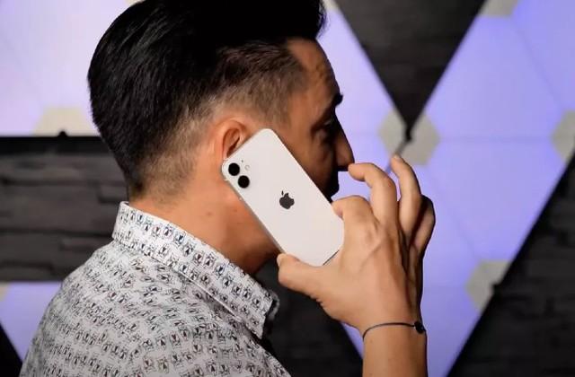 Xuất hiện video trên tay sớm iPhone 12 mini: Nhỏ nhỏ xinh xinh vừa đủ xài - Ảnh 3.