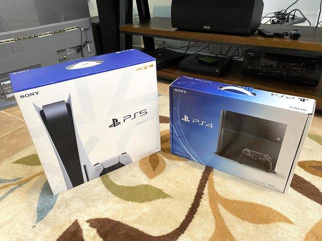 Game thủ đen đủi bị bạn gái bắt chọn lựa giữa người yêu và PS5 - Ảnh 1.