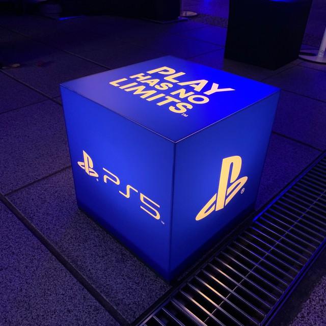 Choáng ngợp với sự kiện ra mắt PS5 tại Nhật, không hổ danh là thành địa làng game - Ảnh 3.
