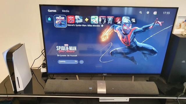 Cận cảnh những chiếc PS5 đầu tiên xuất hiện tại Việt Nam - Ảnh 1.