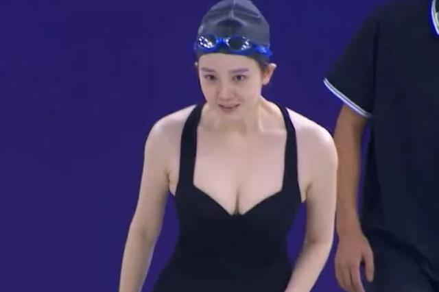 Sở hữu vòng một quá to và đẹp, nàng hot girl từ bỏ nghiệp bơi lội khi thường xuyên bị làm mờ ngực trên TV, chuyển hướng sang công việc bất ngờ - Ảnh 3.