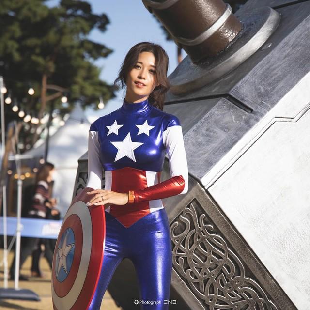 Cosplay đội trưởng Mỹ siêu sexy, nàng hot girl bị fan hâm mộ rần rần xin info, đại náo trang cá nhân - Ảnh 1.