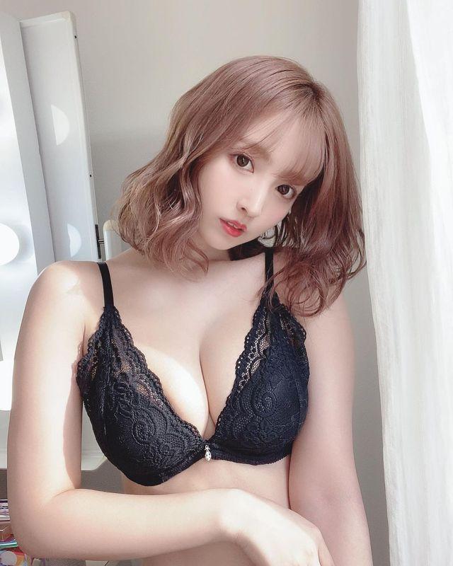 Các fan của Yua Mikami vẫn thích nữ thần của mình diện trang phục thế này hơn