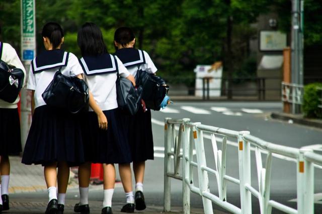 Bắt buộc nữ sinh mặc đồ lót trắng, thậm chí còn... kiểm tra định kỳ, trường học ở Nhật bị chỉ trích dữ dội - Ảnh 2.