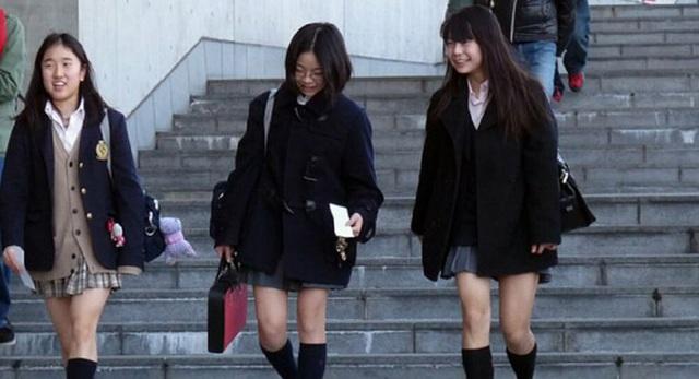 Bắt buộc nữ sinh mặc đồ lót trắng, thậm chí còn... kiểm tra định kỳ, trường học ở Nhật bị chỉ trích dữ dội - Ảnh 3.