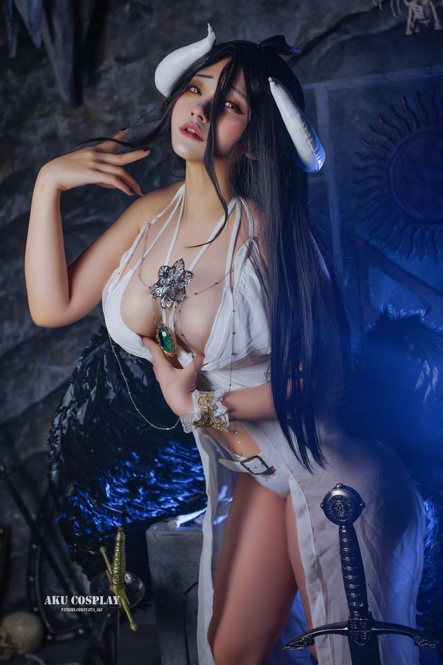 Ngắm phiên bản đời thật của mỹ nhân sở hữu vẻ đẹp hoàn hảo trong Overlord Photo-1-16058440839381615705394
