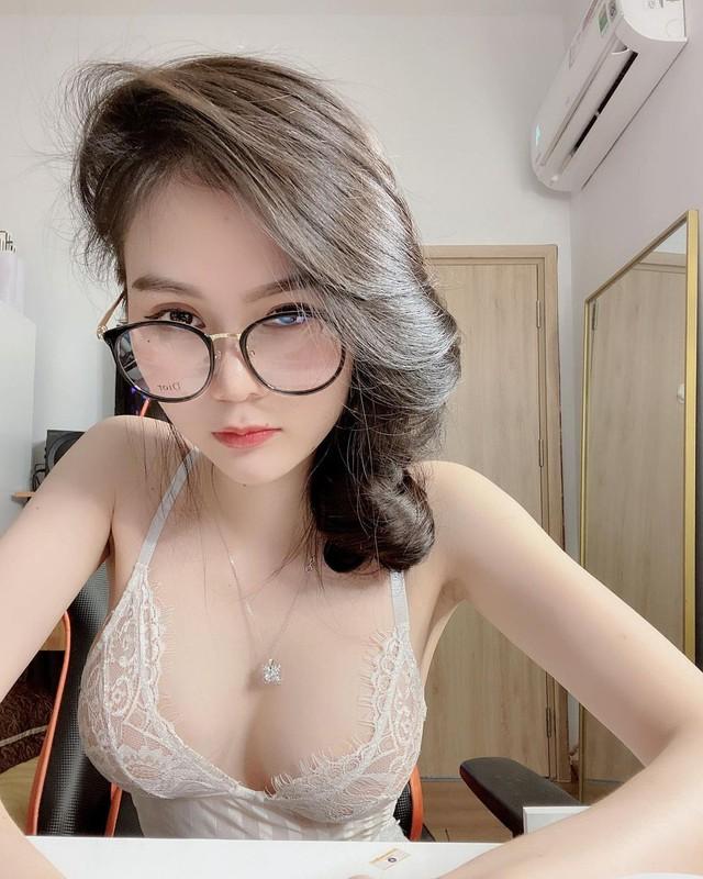 Xinh đẹp và gợi cảm, nữ streamer Việt bất ngờ xuất hiện trên báo nước ngoài Photo-1-16058619954002010733632