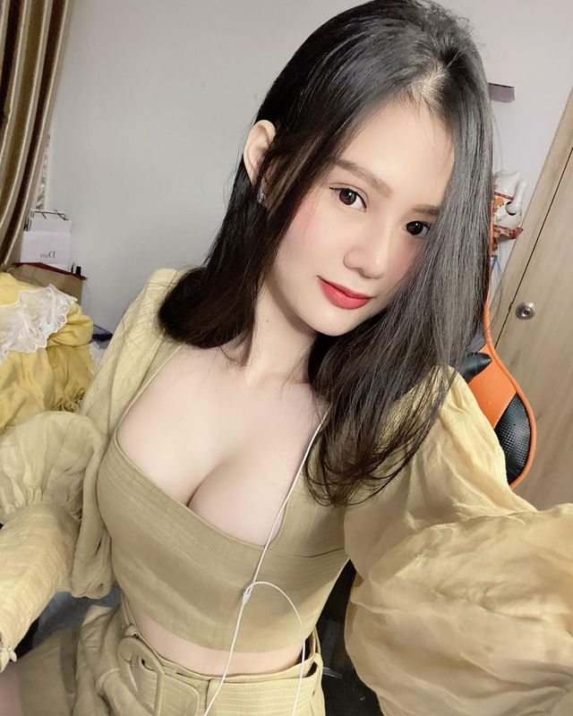 Xinh đẹp và gợi cảm, nữ streamer Việt bất ngờ xuất hiện trên báo nước ngoài Photo-1-16058640434081286482459