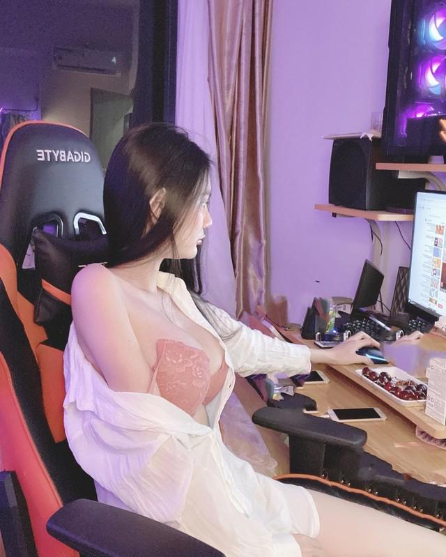 Xinh đẹp và gợi cảm, nữ streamer Việt bất ngờ xuất hiện trên báo nước ngoài Photo-1-1605864225624898571535