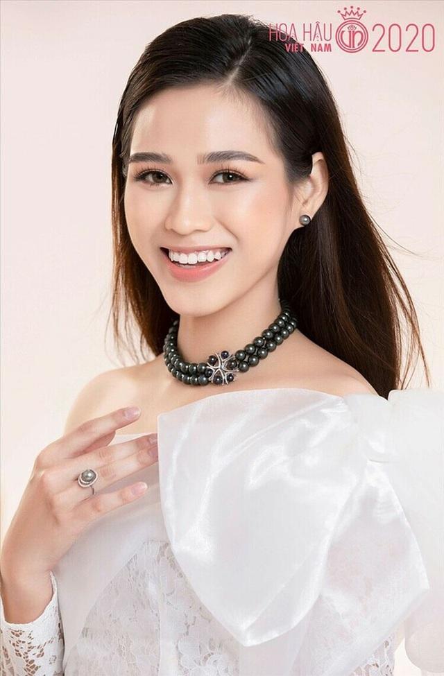So ảnh sống ảo và khi đi thi của Top 3 Hoa hậu: Còn gì gây tranh cãi ngoài vòng eo của Đỗ Thị Hà? - Ảnh 2.