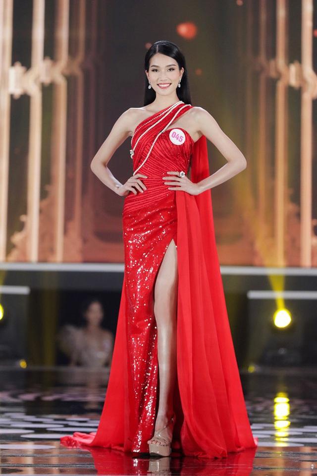 So ảnh sống ảo và khi đi thi của Top 3 Hoa hậu: Còn gì gây tranh cãi ngoài vòng eo của Đỗ Thị Hà? - Ảnh 8.