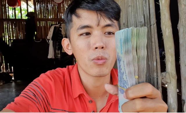 Lộc Fuho bác bỏ chuyện kênh Youtube thu nhập tiền trăm triệu, lấy luôn kênh của Sang Vlog ra để minh họa - Ảnh 5.