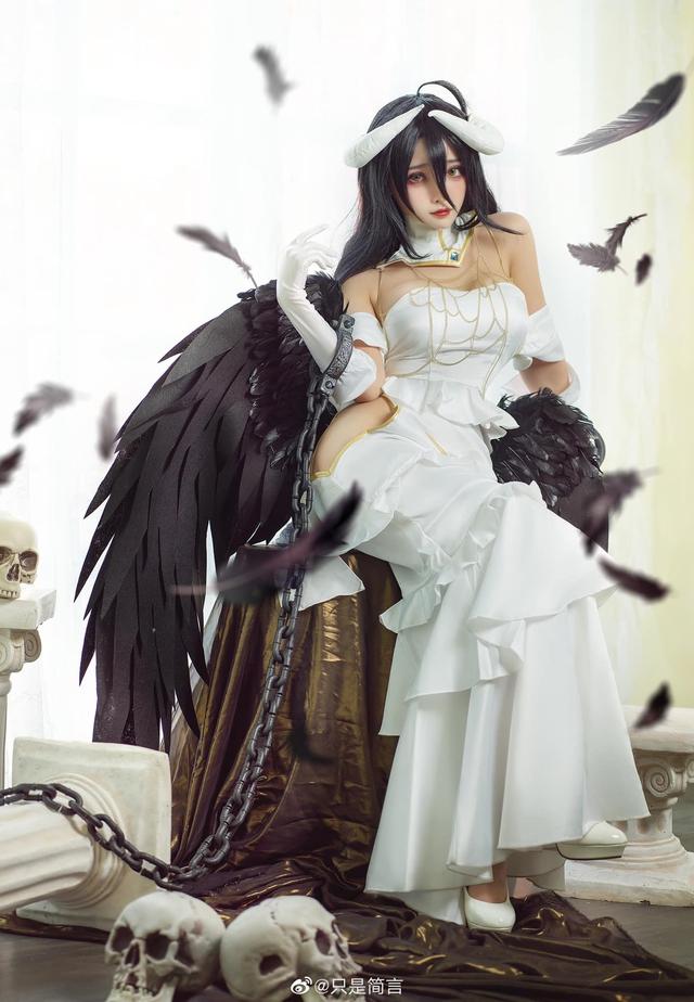 Mỹ nhân Overlord sở hữu vòng 1 nóng bỏng khoe body hoàn hảo trong chiếc váy trắng tinh khiết - Ảnh 5.